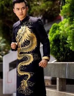 Áo dài nam đen nam tính với họa tiết rồng