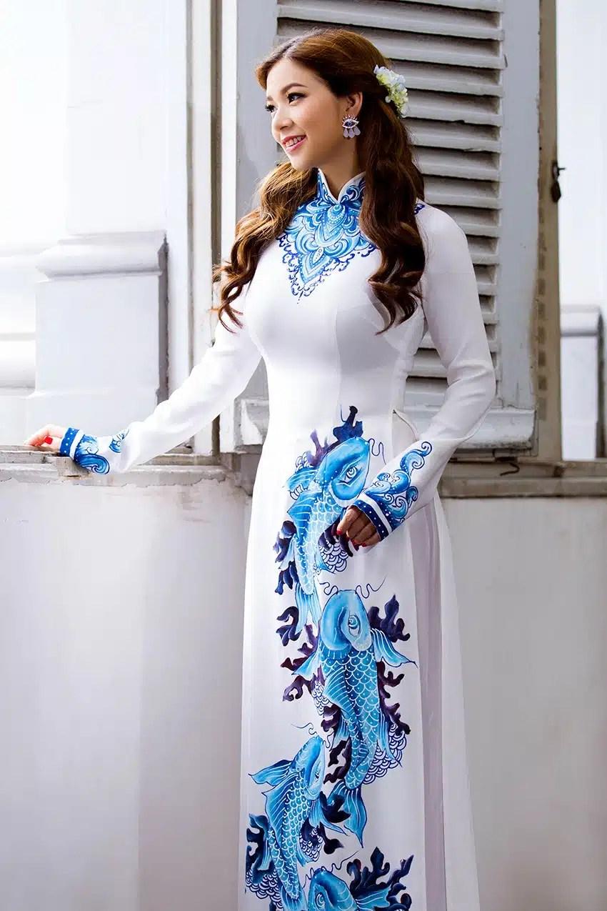 Áo dài nữ trắng tinh khôi vẽ cá chép