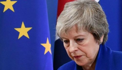 Đồng bảng Anh mất giá sau sự thất bại lịch sử của May