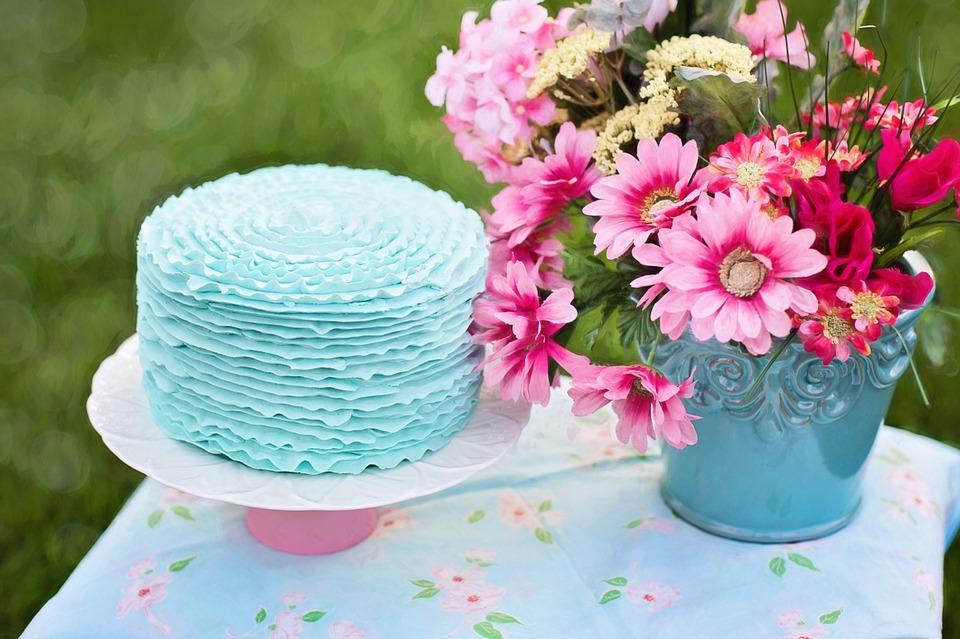 ảnh hoa và bánh sinh nhật