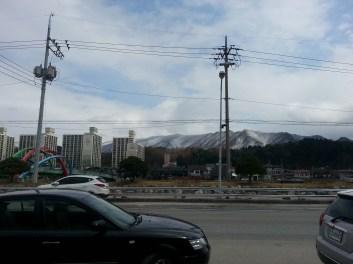 WIr sind so ein bisschen in den Bergen und die sahen Schnee bedeckt wirklich hübsch aus!