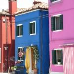 Fargerike bygg på Burano