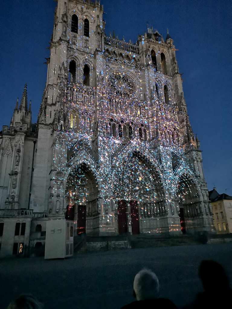 Lysshow Amienskatedralen