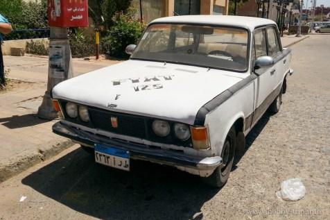 Fiat 125 на централната улица в Хургада, Египет