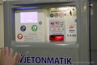 Автомат за жетони в метрото в Истанбул, Турция