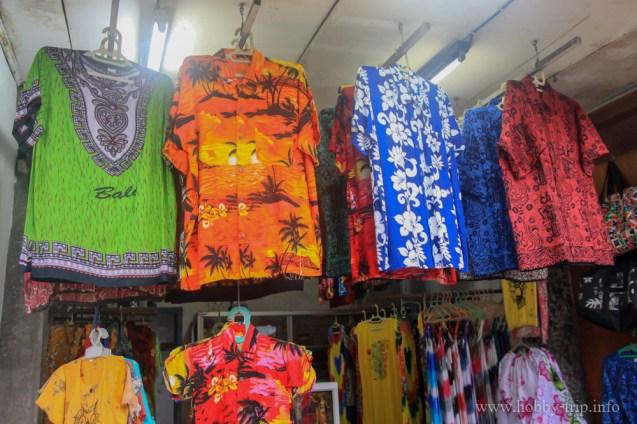 Магазинче за дрехи на улицата в град Кута, остров Бали