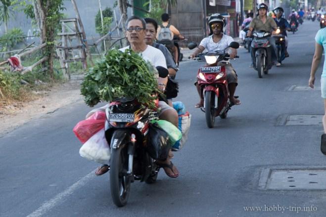 След краят на работният ден на моторче в Кута, Бали