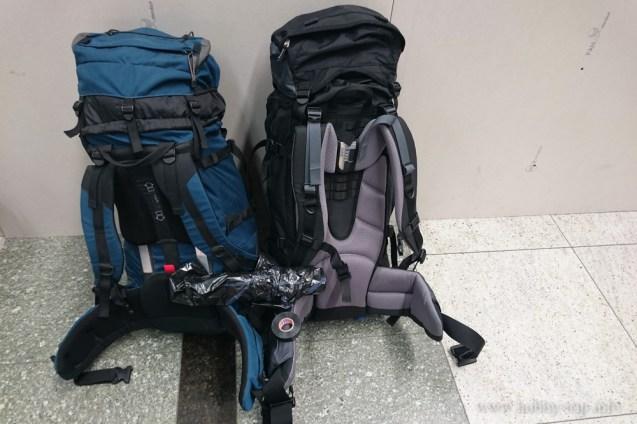Туристическите ни раници на летището в Истанбул
