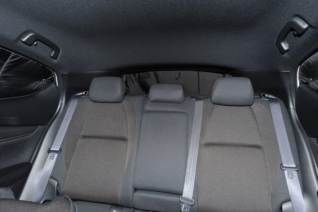 MAZDA3 内装と後部座席