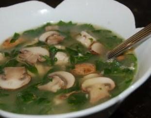 resep-sup-bayam-dan-jamur