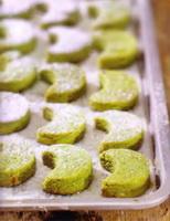 resep-hazelnut-snow-cookies