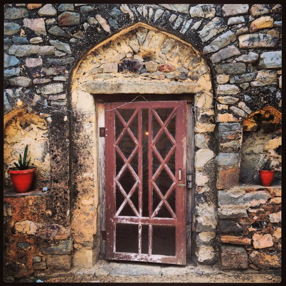 hill-fort-kesroli-door