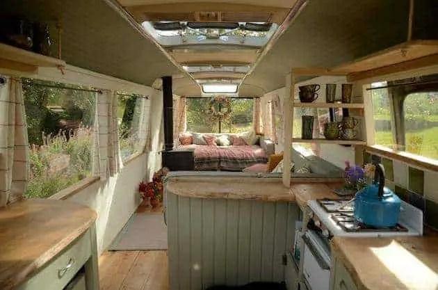 tiny-garden-bus-house