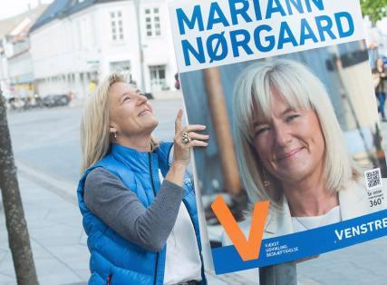 Mariann med plakat