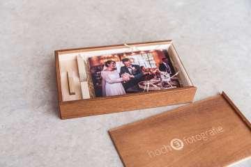 Hochzeitsbilder in hochwertiger Holzbox mit USB-Stick