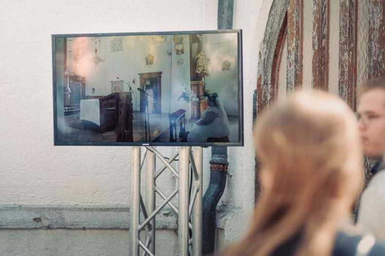 Streaming der Hochzeit auf einen Fernseher