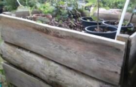 aus Holz gebautes Hochbeet