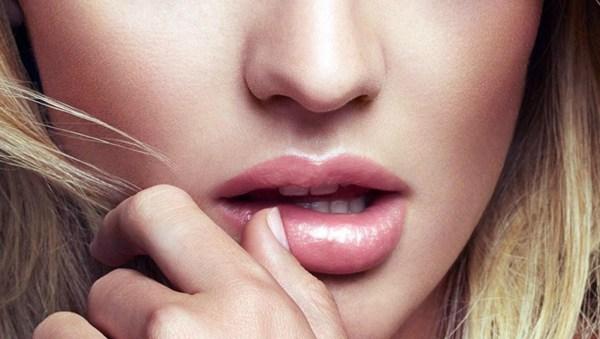хайлайтер на губах