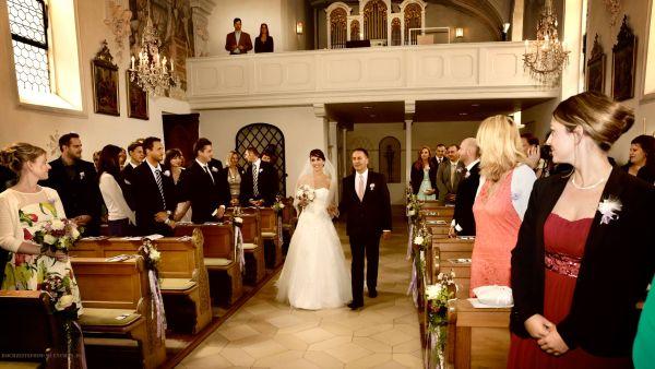 Trauungsfotos 02: Einzug in die Hochzeitskirche