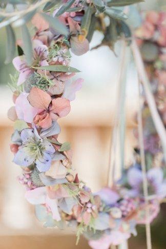 hochzeitsplanerin-heiratet-mallorca-brautstraus-brautkranz-rosa-blau