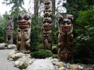 Quelques totems des Premières nations sont visibles aussi dans le parc.