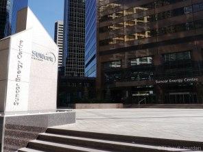 De nombreuses tours à Calgary sont détenues par les entreprises pétrolières. Ici, il s'agit de la tour de l'entreprise Suncor.