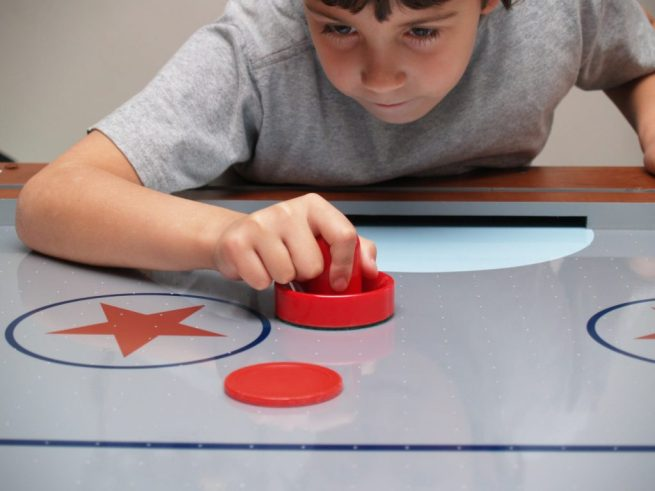 How to Play Air Hockey and The Rules Involved