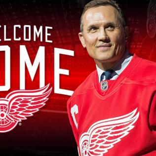 Yzerman-Red-Wings Steve Yzerman Detroit Red Wings Steve Yzerman Tampa Bay Lightning
