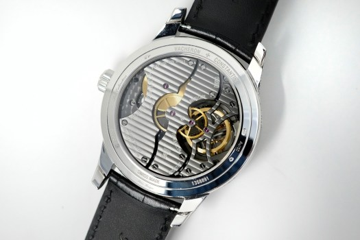 <p>There are six patents on this 1990 caliber, including the new Vacheron lubrication-free escapement.</p>