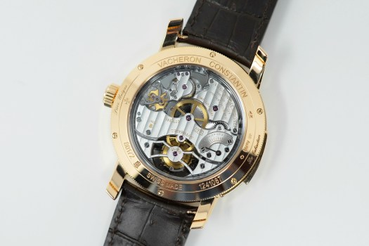 <p>The  gong on this tourbillon is cast in one piece, not soldered improving the diffusion and harmony of sound.</p>