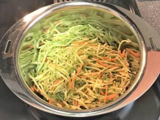 野菜を煮る