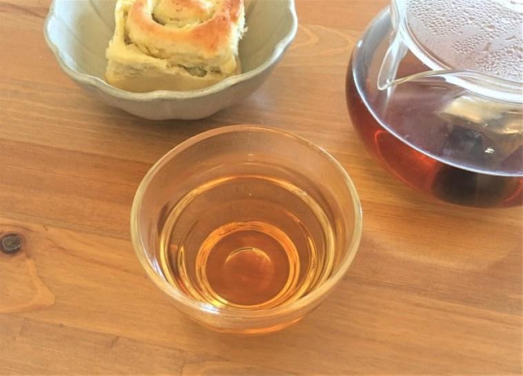 甘茶、ハリオティーポット、さつまいもアンパン