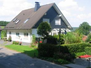 Drolshagen-Essinghausen-Haus-Hund Essinghausen