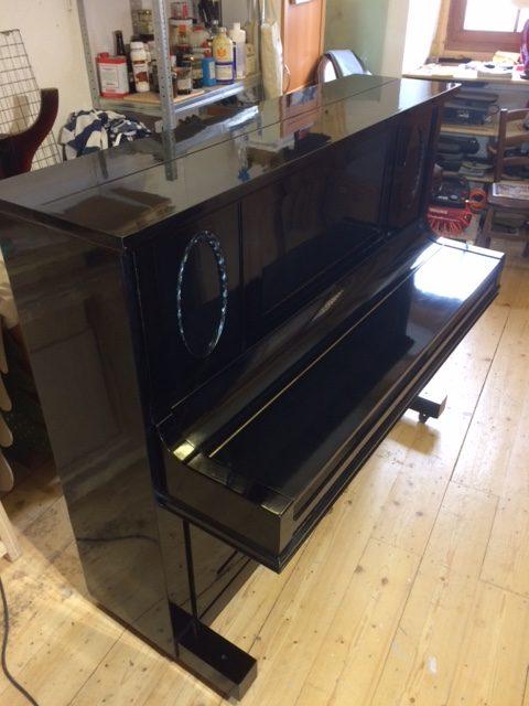 Restauriertes Klavier Jugendstil, Schellack-poliert