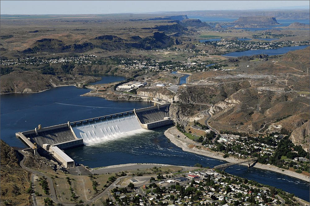 Grand Coulee Dam is one of the most incredible things to learn about in Washington State.