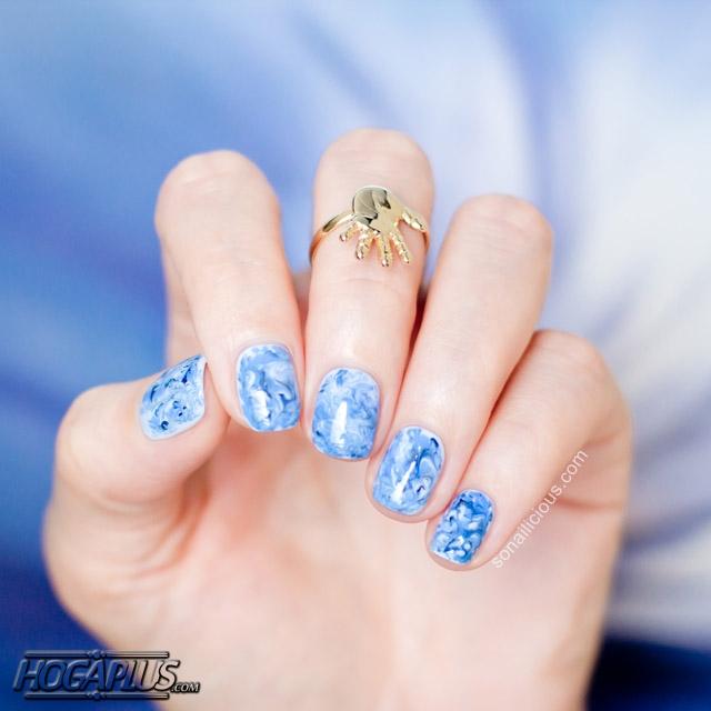 Sparkling multitasking blue Nail Art