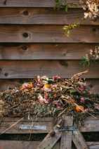 compostador abierto de madera