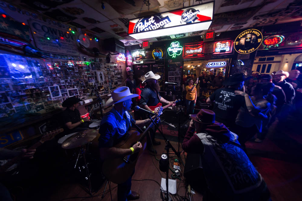 Hogs and Heifers Saloon_026