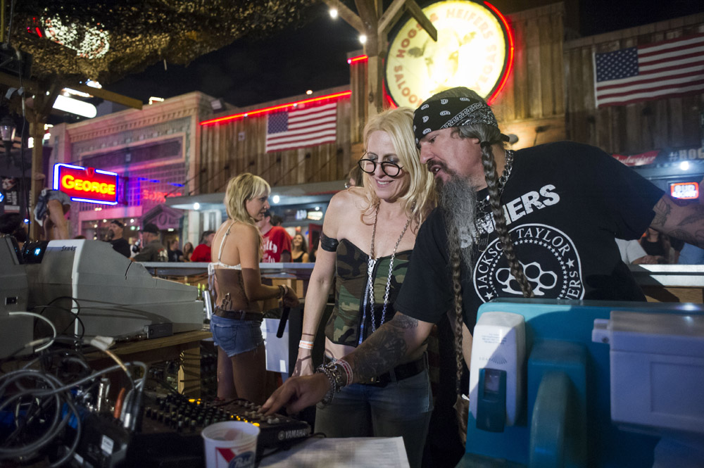 Hogs & Heifers Saloon Las Vegas_0057