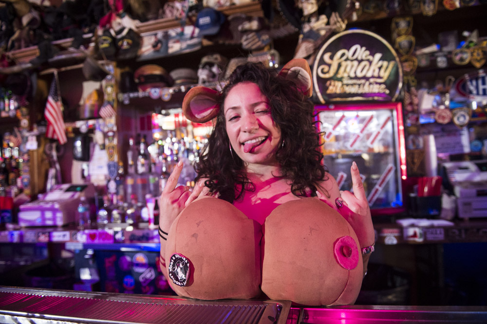 Hogs_and_Heifers_Saloon_Las_Vegas_0258