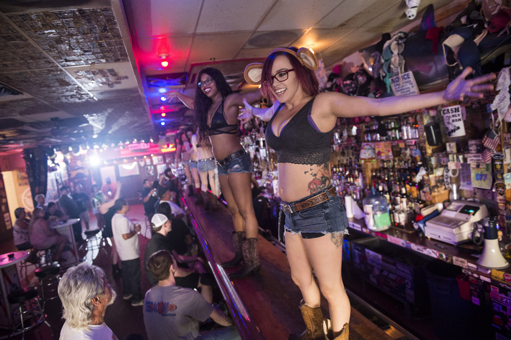 Hogs_and_Heifers_Saloon_Las_Vegas_0262