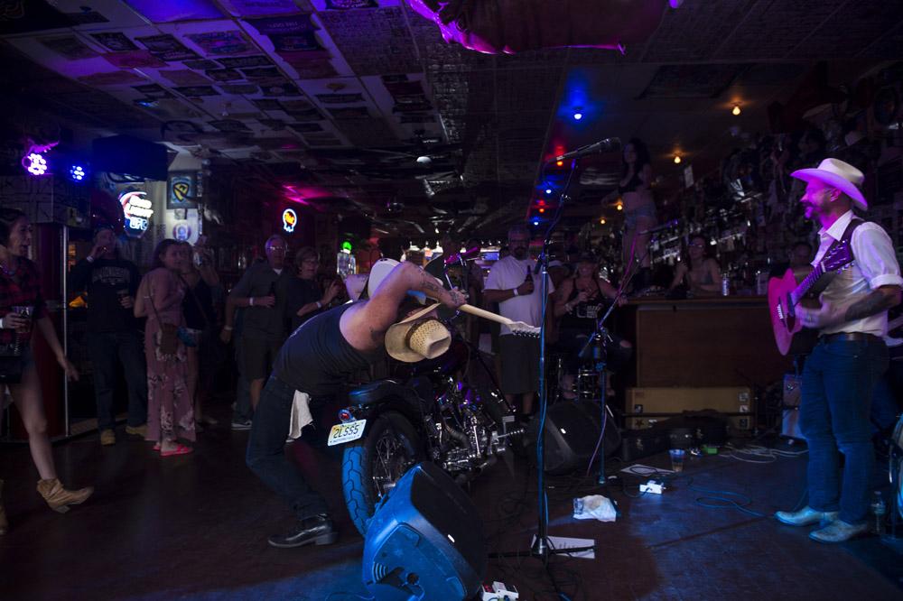 Hogs_and_Heifers_Saloon_Las_Vegas_0437