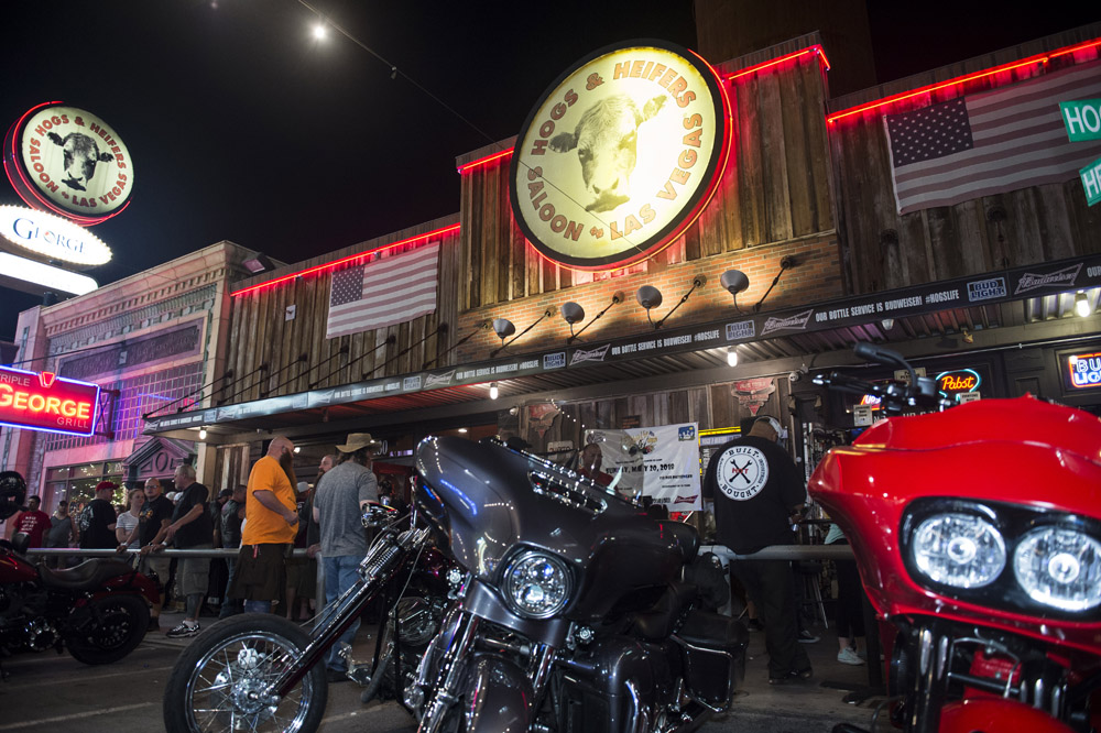 Hogs & Heifers Saloon_Las Vegas _Biker Bar0309