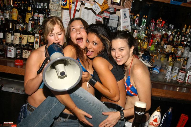 Hogs & Heifers Saloon_Las Vegas_Bartenders_0012