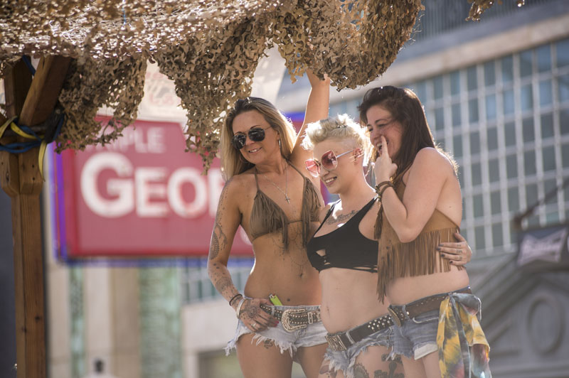 Babes_in_the_Alley_Hogs_and_Heifers_Sturgis_2018_0003