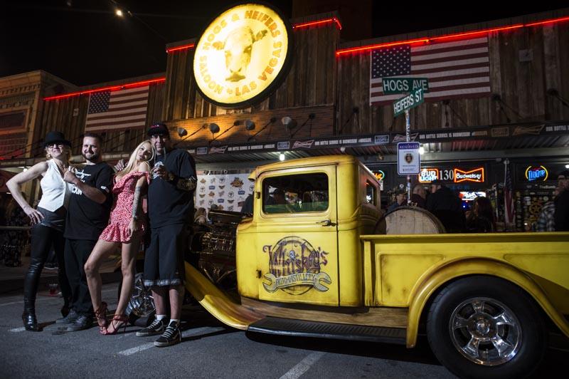 Hogs & Heifers Saloon Las Vegas_Moonshine Bandits_006521