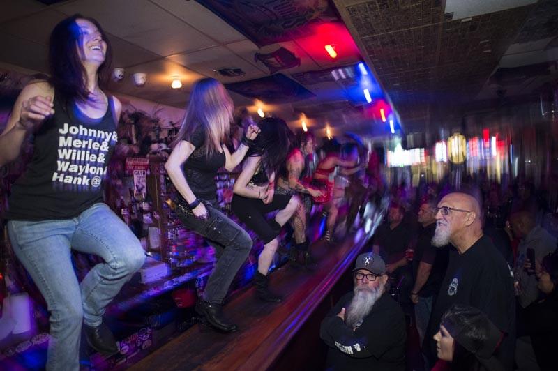 Hogs & Heifers Saloon Las Vegas_Moonshine Bandits_006537