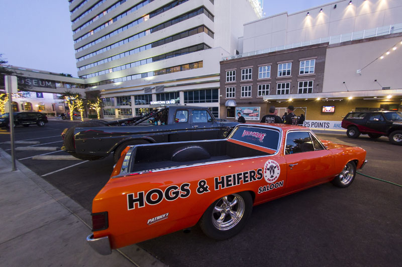 Hogs & Heifers_MINT 400_690326
