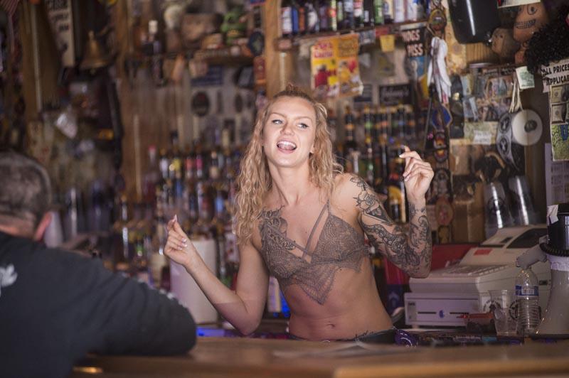 Hogs & Heifers Saloon Las Vegas_Bartender_000030