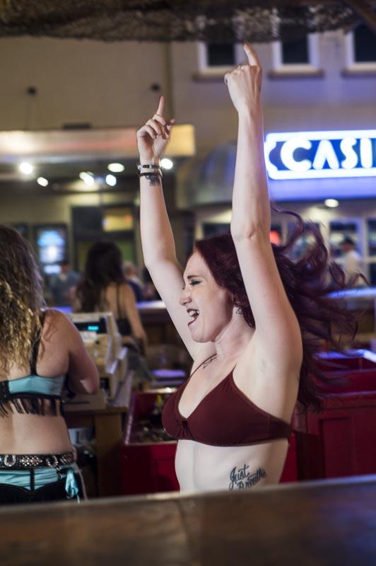 Hogs & Heifers Saloon Las Vegas_Bartender_690828